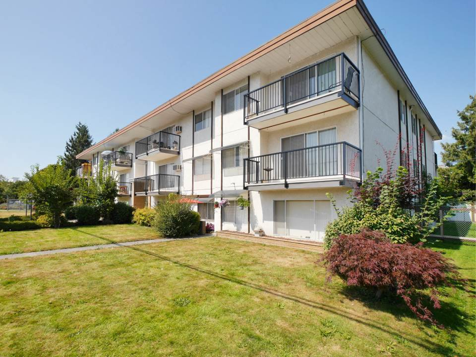 "Main Photo: 205 46165 GORE Avenue in Chilliwack: Chilliwack E Young-Yale Condo for sale in ""Charming Old Town Chilliwack"" : MLS®# R2289841"