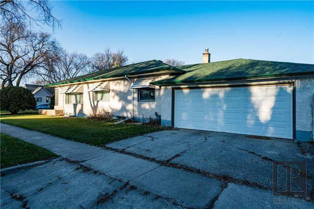 Main Photo: 251 Rupertsland Avenue in Winnipeg: West Kildonan Residential for sale (4D)  : MLS®# 1827384