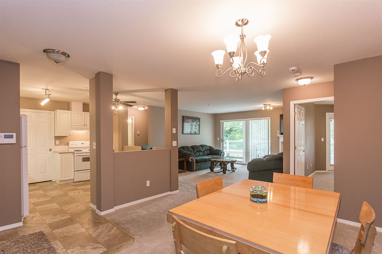 "Main Photo: 448 2750 FAIRLANE Street in Abbotsford: Central Abbotsford Condo for sale in ""The Fairlane"" : MLS®# R2331777"