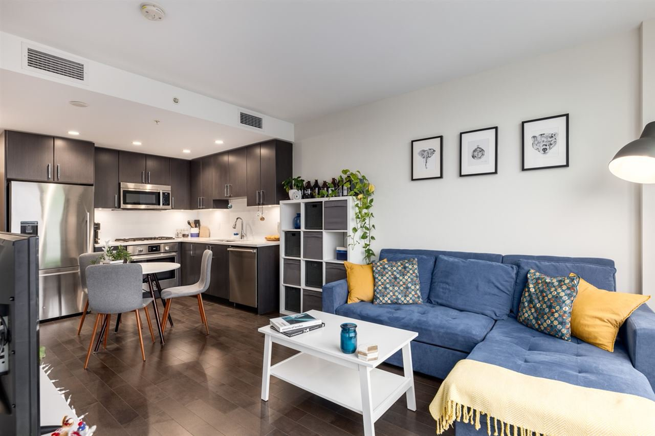 """Main Photo: 1305 1708 ONTARIO Street in Vancouver: Mount Pleasant VE Condo for sale in """"Pinnacle on the Park"""" (Vancouver East)  : MLS®# R2527545"""