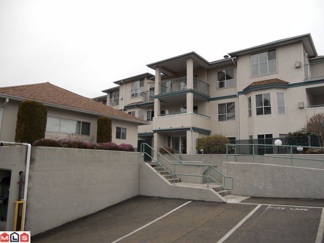 "Main Photo: 305 5955 177B Street in Surrey: Cloverdale BC Condo for sale in ""WINDSOR PLACE"" (Cloverdale)  : MLS®# F1106948"