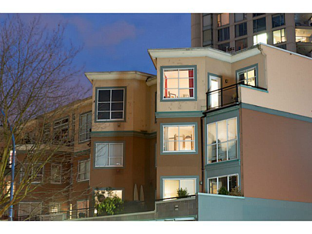 "Main Photo: 404 131 W 3RD Street in North Vancouver: Lower Lonsdale Condo for sale in ""Seascape Landing"" : MLS®# V1044034"