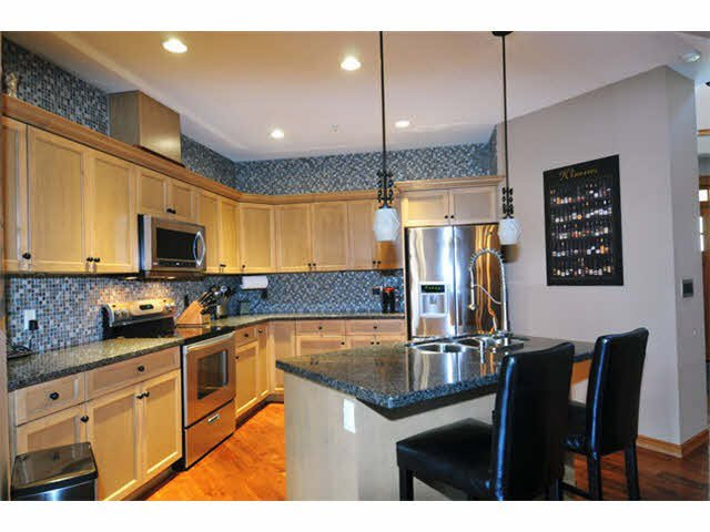 """Photo 4: Photos: 33 24185 106B Avenue in Maple Ridge: Albion Townhouse for sale in """"TRAILS EDGE"""" : MLS®# V1090011"""