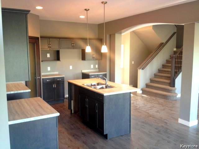 Photo 3: Photos: 147 Seaside Drive in WINNIPEG: Transcona Residential for sale (North East Winnipeg)  : MLS®# 1505229