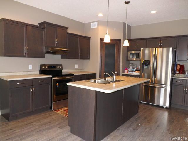 Photo 2: Photos: 147 Seaside Drive in WINNIPEG: Transcona Residential for sale (North East Winnipeg)  : MLS®# 1505229