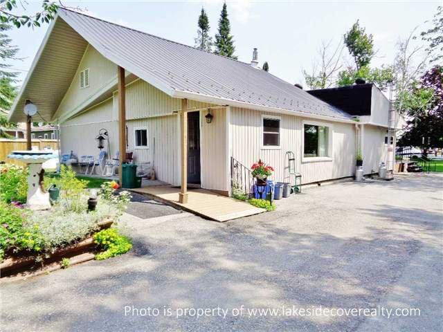 Main Photo: 4095 Glen Cedar Drive in Ramara: Rural Ramara House (1 1/2 Storey) for sale : MLS®# X3252357