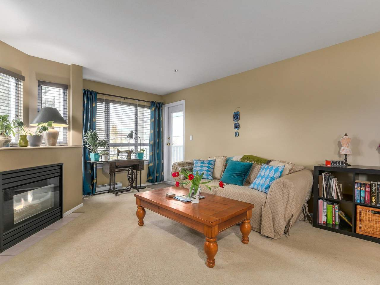 """Photo 3: Photos: 301 1623 E 2ND Avenue in Vancouver: Grandview VE Condo for sale in """"GRANDVIEW MANOR"""" (Vancouver East)  : MLS®# R2122830"""
