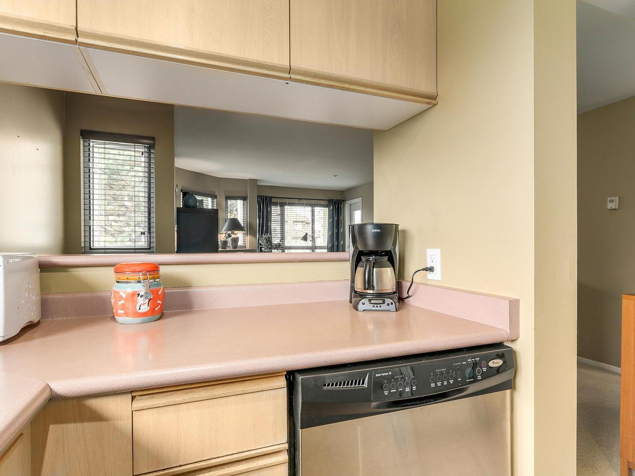 """Photo 12: Photos: 301 1623 E 2ND Avenue in Vancouver: Grandview VE Condo for sale in """"GRANDVIEW MANOR"""" (Vancouver East)  : MLS®# R2122830"""
