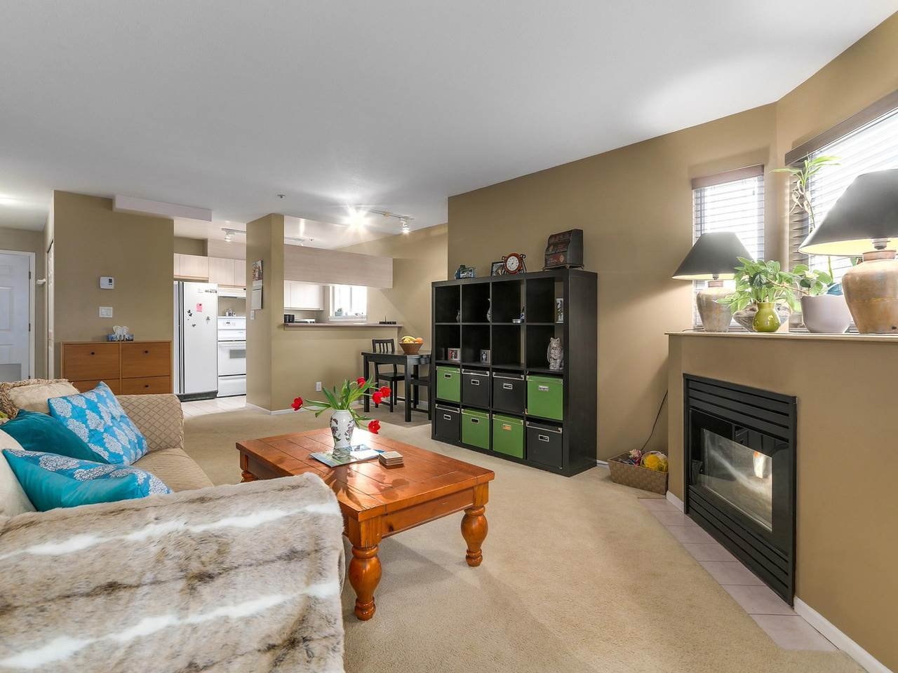 """Photo 4: Photos: 301 1623 E 2ND Avenue in Vancouver: Grandview VE Condo for sale in """"GRANDVIEW MANOR"""" (Vancouver East)  : MLS®# R2122830"""