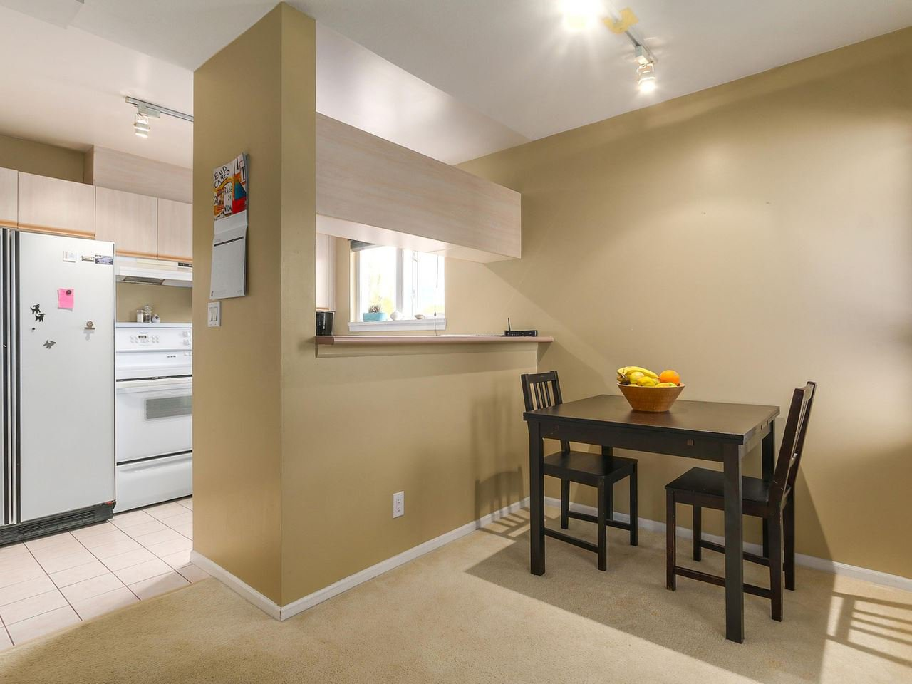 """Photo 8: Photos: 301 1623 E 2ND Avenue in Vancouver: Grandview VE Condo for sale in """"GRANDVIEW MANOR"""" (Vancouver East)  : MLS®# R2122830"""