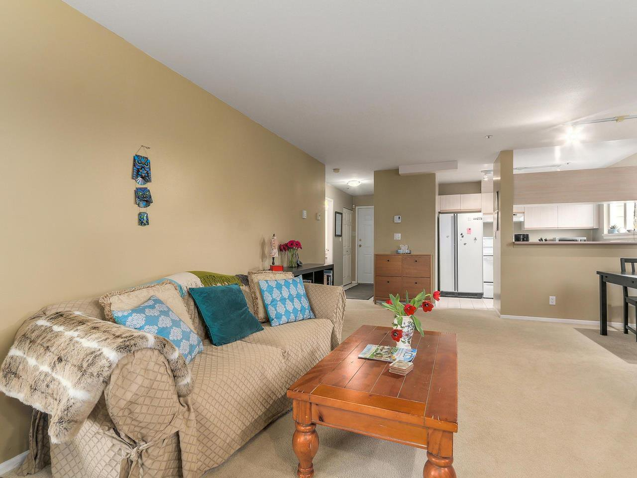 """Photo 5: Photos: 301 1623 E 2ND Avenue in Vancouver: Grandview VE Condo for sale in """"GRANDVIEW MANOR"""" (Vancouver East)  : MLS®# R2122830"""
