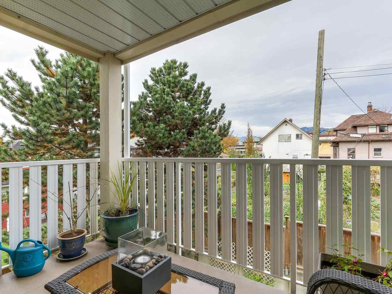 """Photo 7: Photos: 301 1623 E 2ND Avenue in Vancouver: Grandview VE Condo for sale in """"GRANDVIEW MANOR"""" (Vancouver East)  : MLS®# R2122830"""