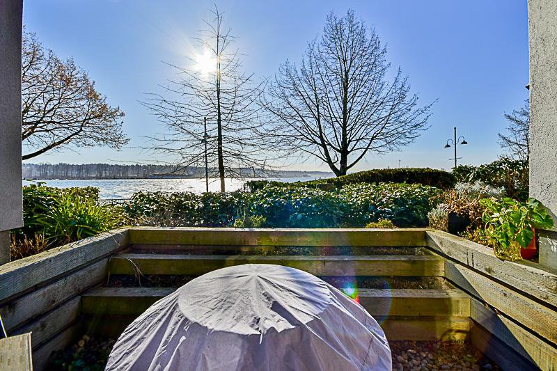 """Main Photo: 114 5 K DE K Court in New Westminster: Quay Condo for sale in """"QUAYSIDE TERRACE"""" : MLS®# R2135242"""