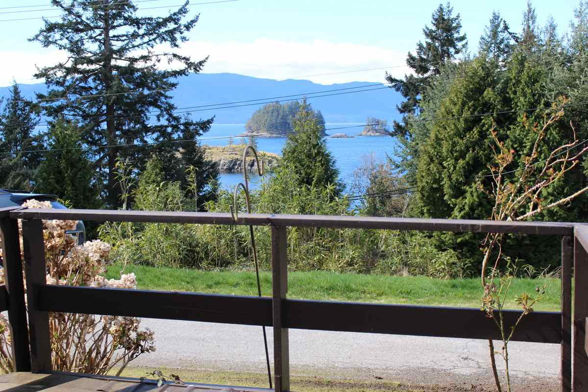 "Main Photo: 2 12248 SUNSHINE COAST Highway in Madeira Park: Pender Harbour Egmont Manufactured Home for sale in ""SEVEN ISLES TAILER COURT"" (Sunshine Coast)  : MLS®# R2151511"