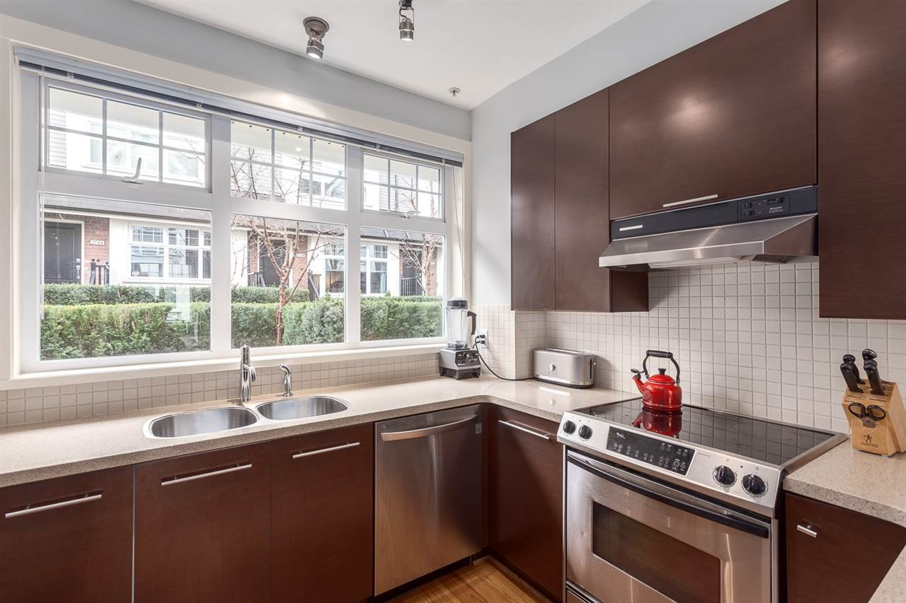 Photo 7: Photos: 3720 WELWYN STREET in Vancouver: Victoria VE Townhouse for sale (Vancouver East)  : MLS®# R2158013