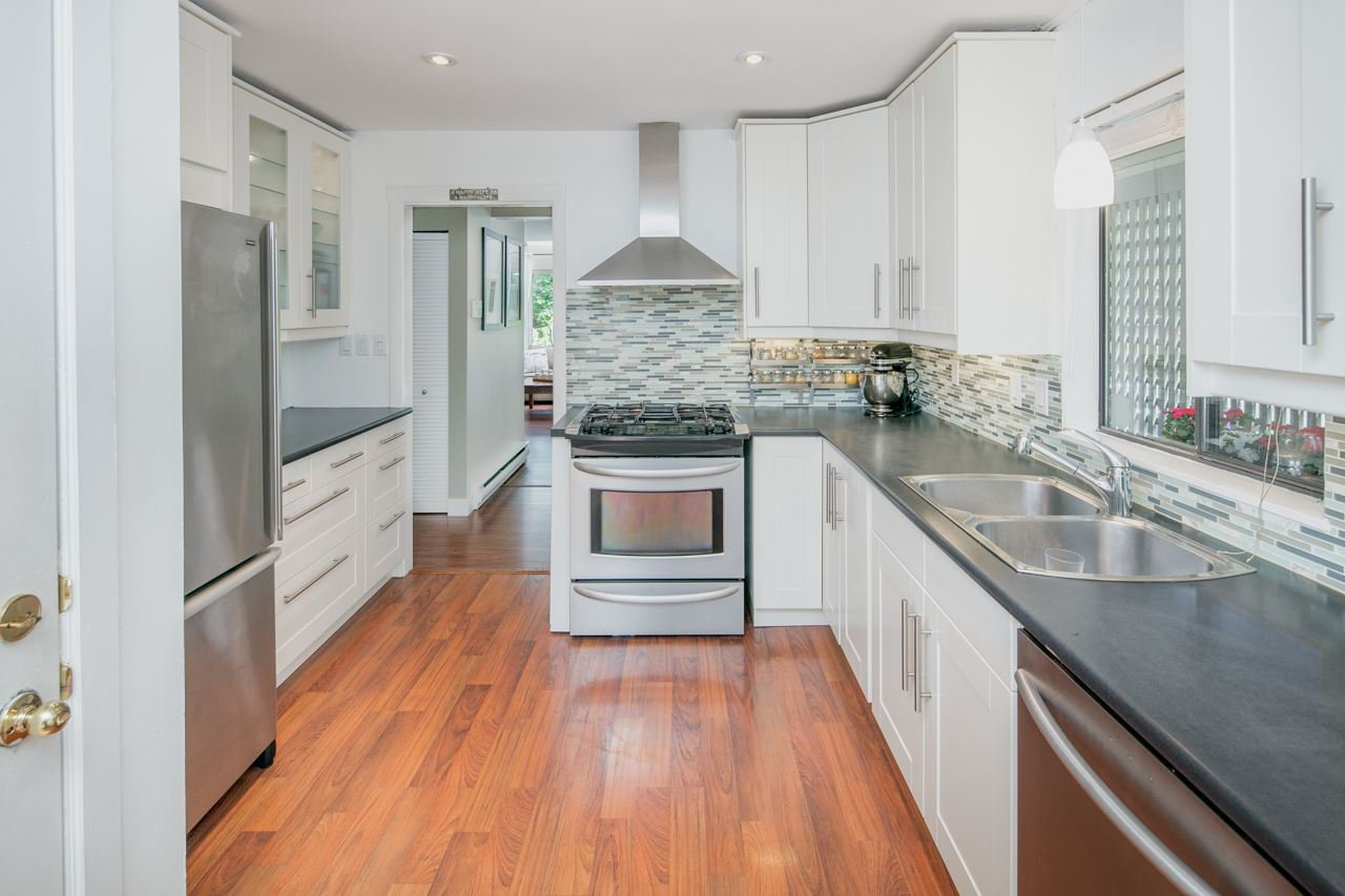 """Main Photo: 5888 MAYVIEW Circle in Burnaby: Burnaby Lake Townhouse for sale in """"One Arbourlane"""" (Burnaby South)  : MLS®# R2187271"""