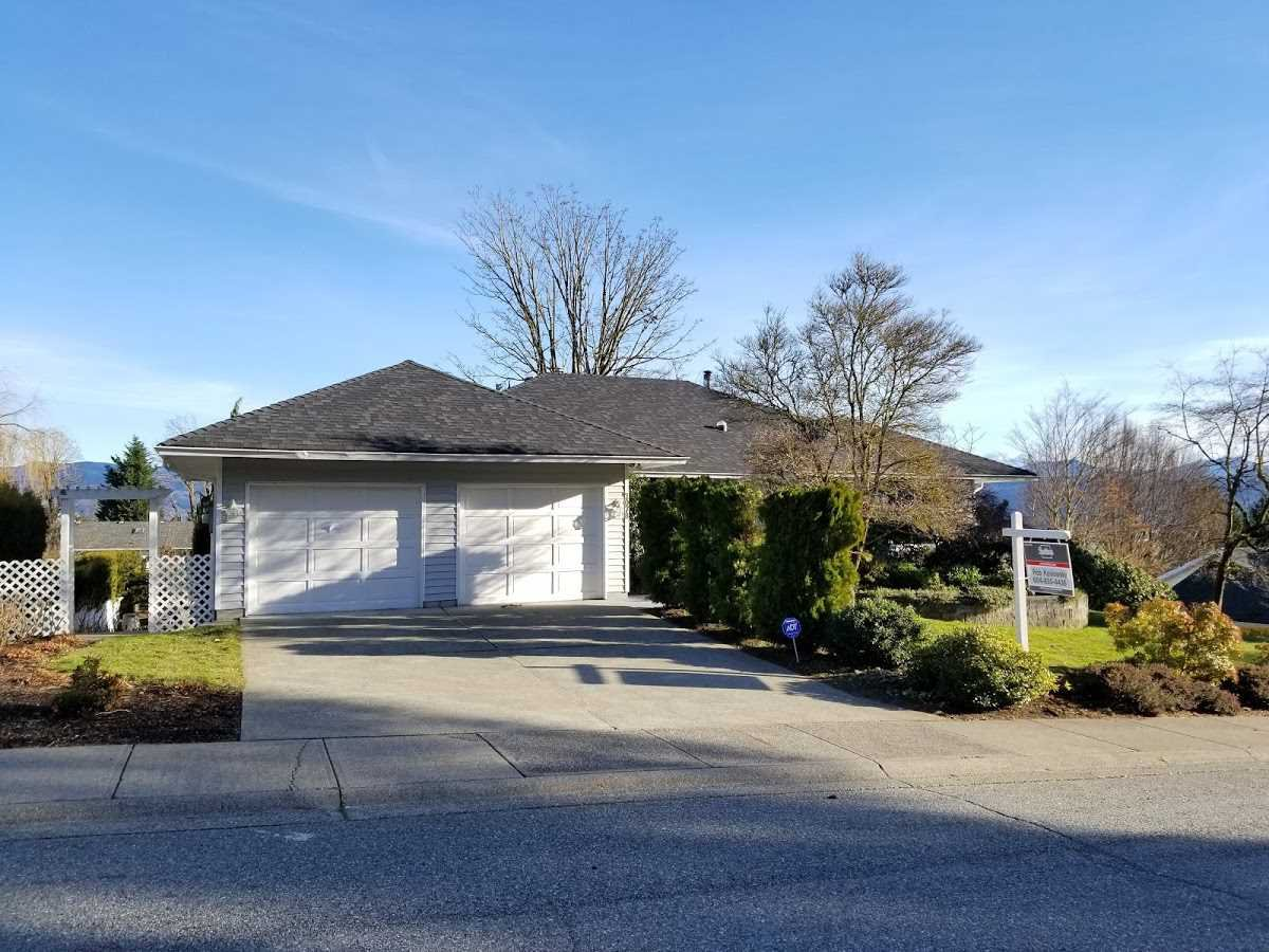 Main Photo: 2078 SANDSTONE Drive in Abbotsford: Abbotsford East House for sale : MLS®# R2231862