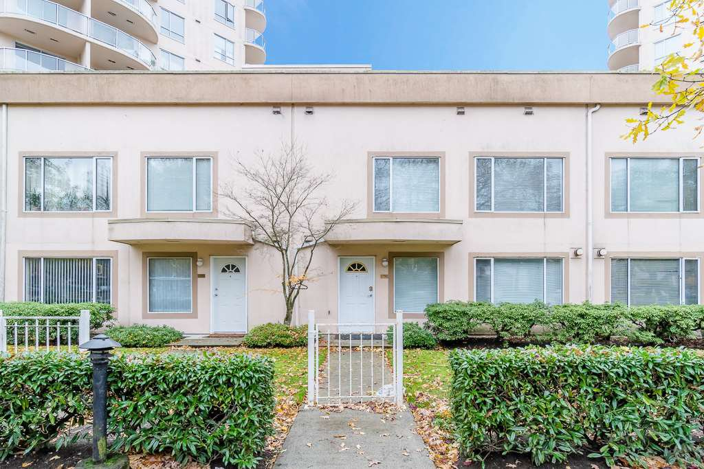 Main Photo: 3 7700 Granville Avenue in Richmond: Brighouse South Townhouse for sale : MLS®# R2234150