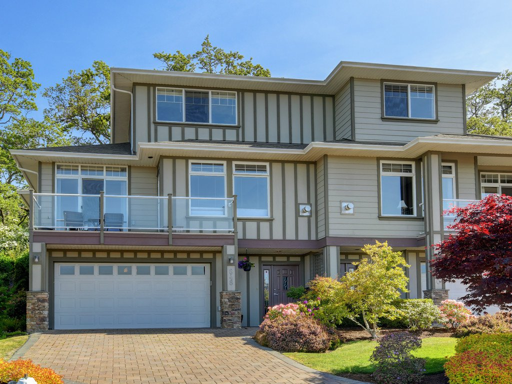 Main Photo: 848 Rainbow Cres in VICTORIA: SE High Quadra Row/Townhouse for sale (Saanich East)  : MLS®# 813418