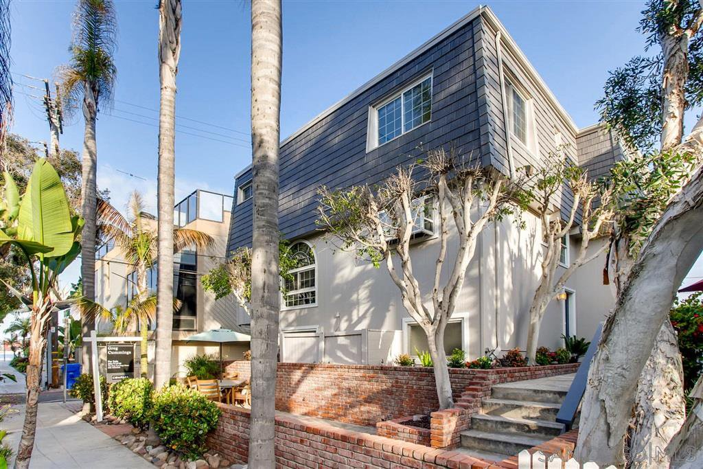 Main Photo: MISSION BEACH Condo for sale : 3 bedrooms : 819 Nantasket Ct in San Diego