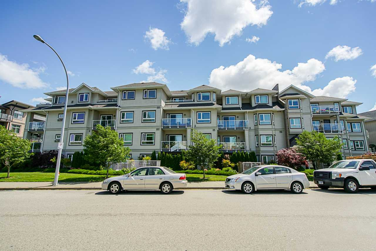 "Main Photo: 406 8142 120A Street in Surrey: Queen Mary Park Surrey Condo for sale in ""Sterling Court"" : MLS®# R2381590"