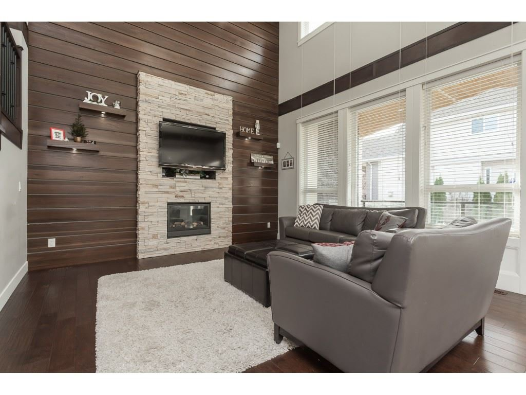 Photo 6: Photos: 5419 189A Street in Surrey: Cloverdale BC House for sale (Cloverdale)  : MLS®# R2420375