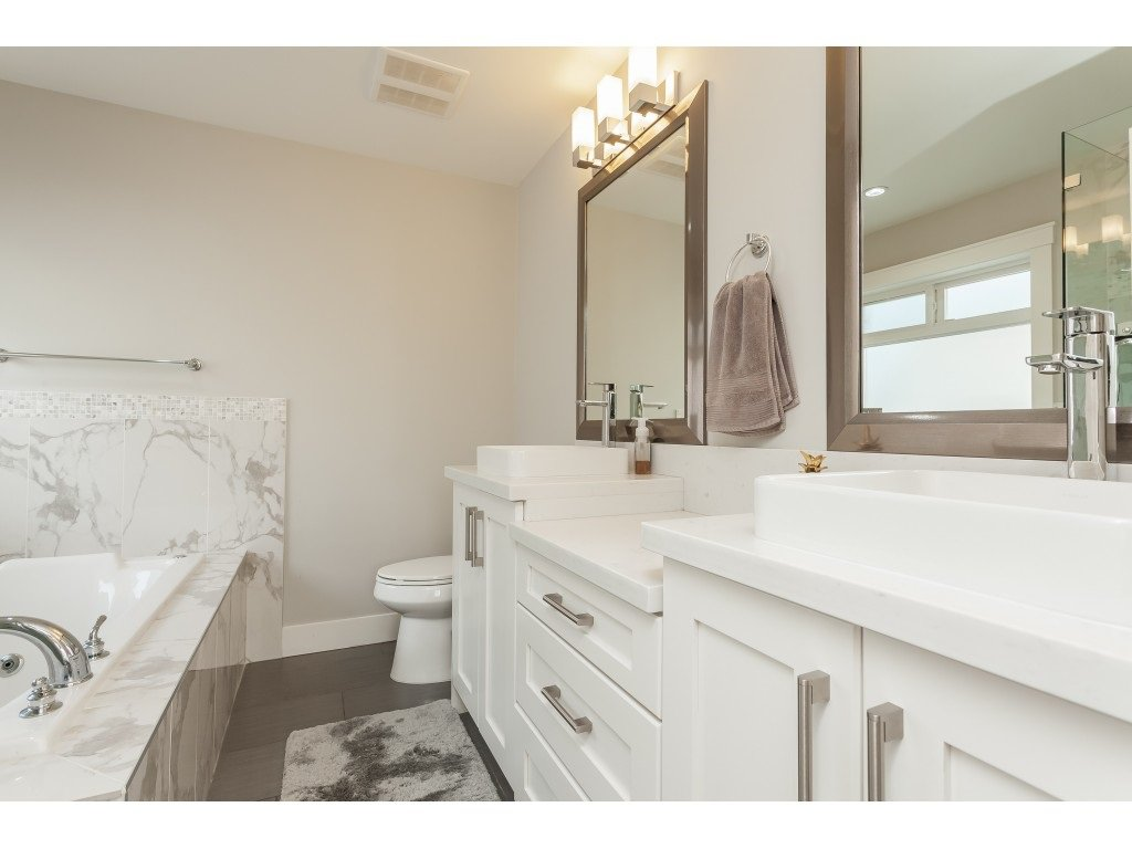 Photo 13: Photos: 5419 189A Street in Surrey: Cloverdale BC House for sale (Cloverdale)  : MLS®# R2420375