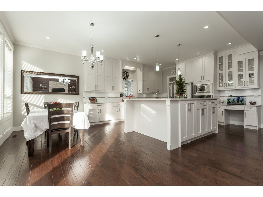 Photo 8: Photos: 5419 189A Street in Surrey: Cloverdale BC House for sale (Cloverdale)  : MLS®# R2420375