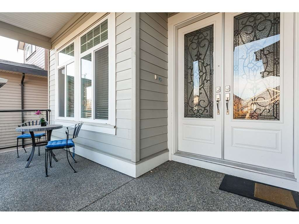 Photo 2: Photos: 5419 189A Street in Surrey: Cloverdale BC House for sale (Cloverdale)  : MLS®# R2420375