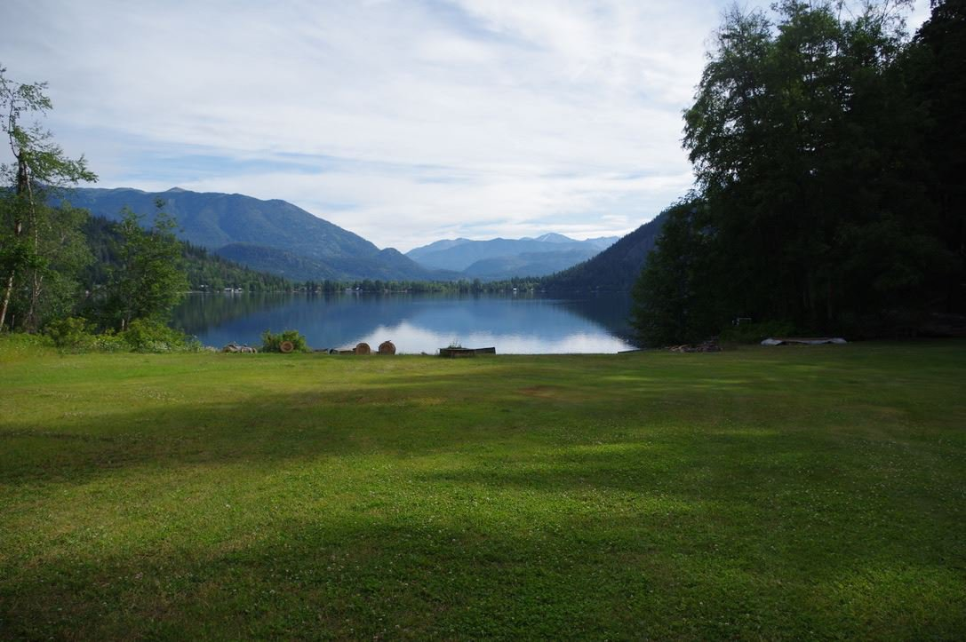 """Main Photo: 190 DEXTER Lane in No City Value: Out of Town House for sale in """"HIGHLAND CREAM GUN LAKE"""" : MLS®# R2477988"""