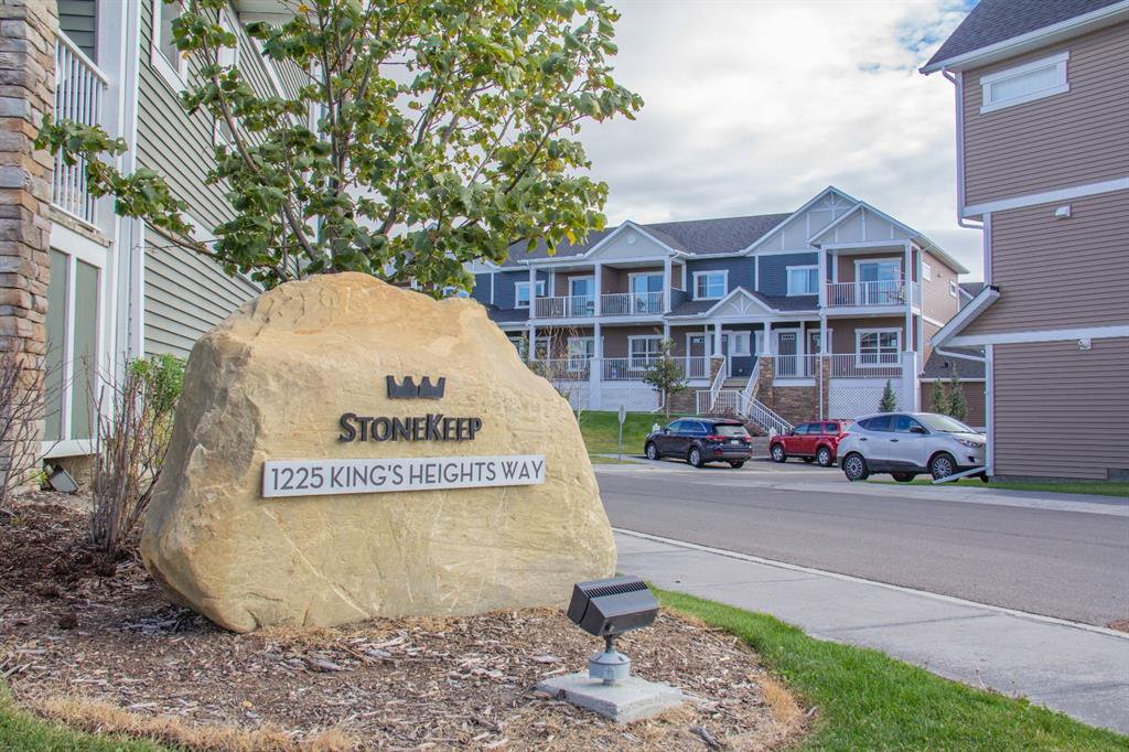 Main Photo: 1101 1225 KINGS HEIGHTS Way SE: Airdrie Row/Townhouse for sale : MLS®# A1031838