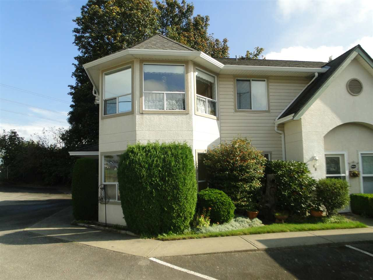 "Main Photo: 47 3380 GLADWIN Road in Abbotsford: Central Abbotsford Townhouse for sale in ""Forest Edge"" : MLS®# R2502492"