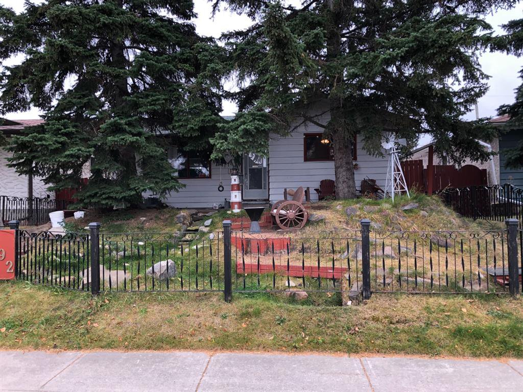 Main Photo:  in Calgary: Dover Detached for sale : MLS®# A1042059