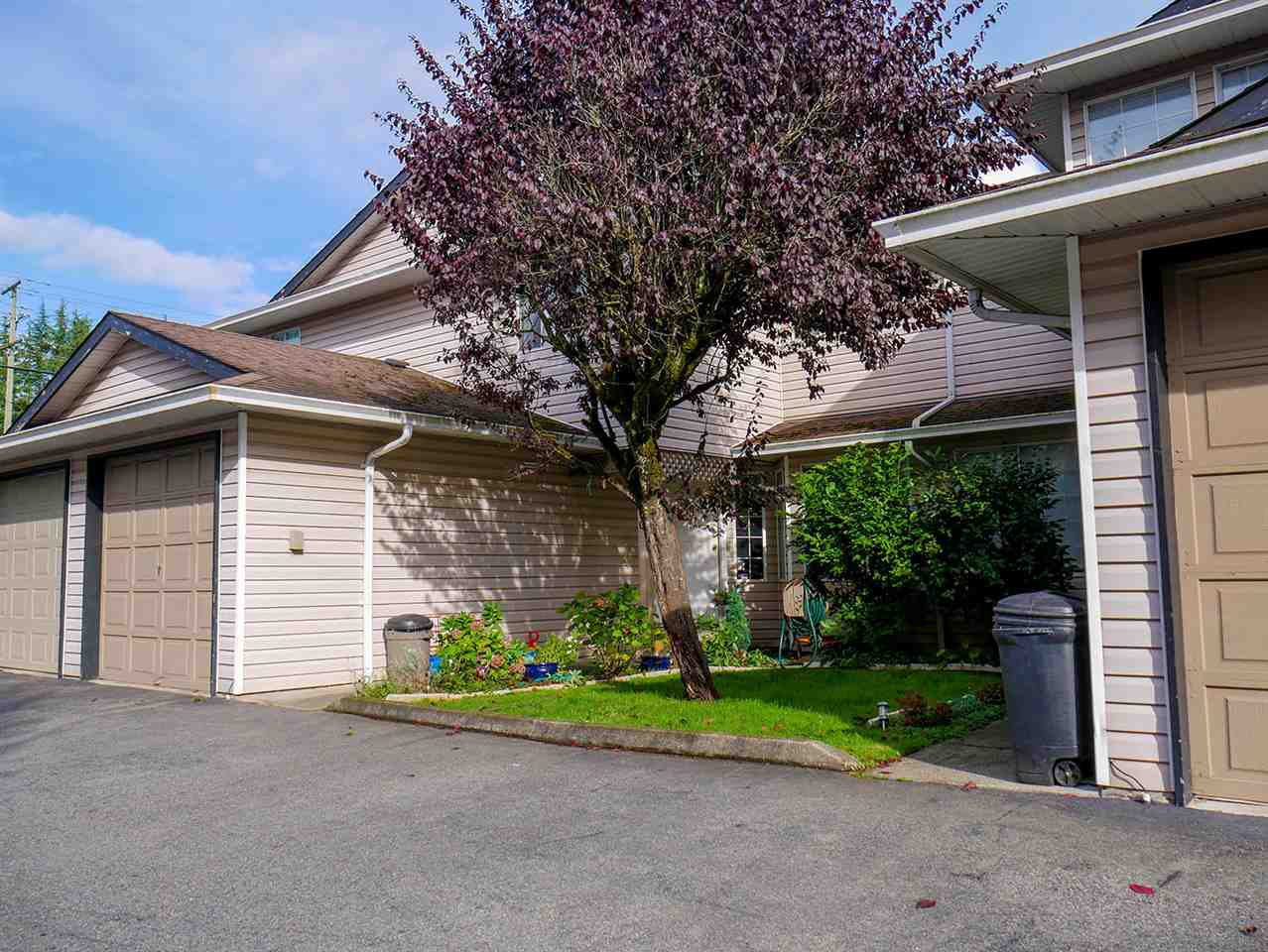 Main Photo: 10 21541 MAYO Place in Maple Ridge: West Central Townhouse for sale : MLS®# R2508430
