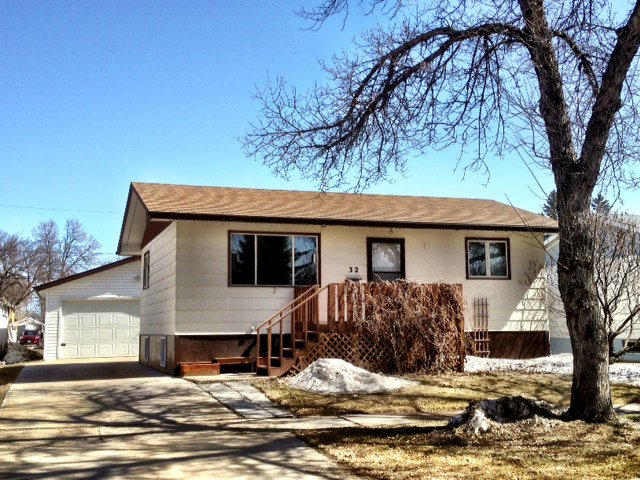 Main Photo: 32 5th Avenue Southeast in Dauphin: R30 Single Family Detached for sale