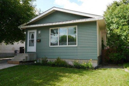 Main Photo: 375 Houde Drive in Winnipeg: Fort Garry / Whyte Ridge / St Norbert Residential for sale (South Winnipeg)  : MLS®# 1317025