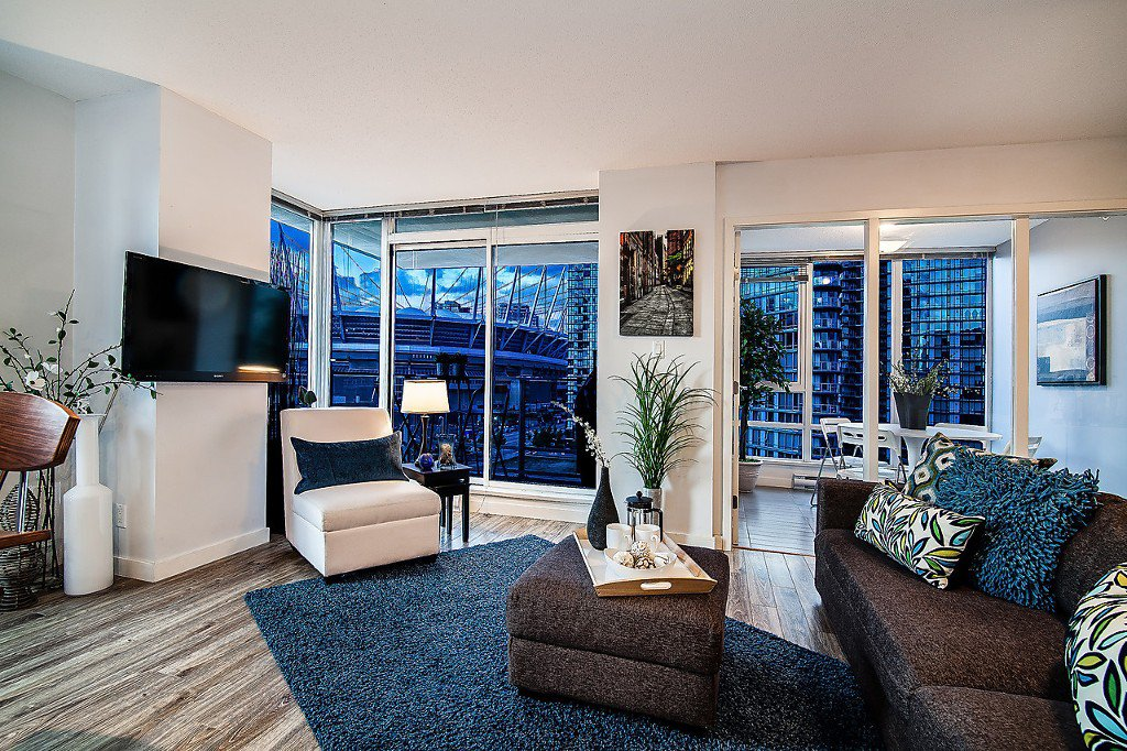 "Main Photo: 905 980 COOPERAGE Way in Vancouver: Yaletown Condo for sale in ""Cooper's Pointe"" (Vancouver West)  : MLS®# V1120999"