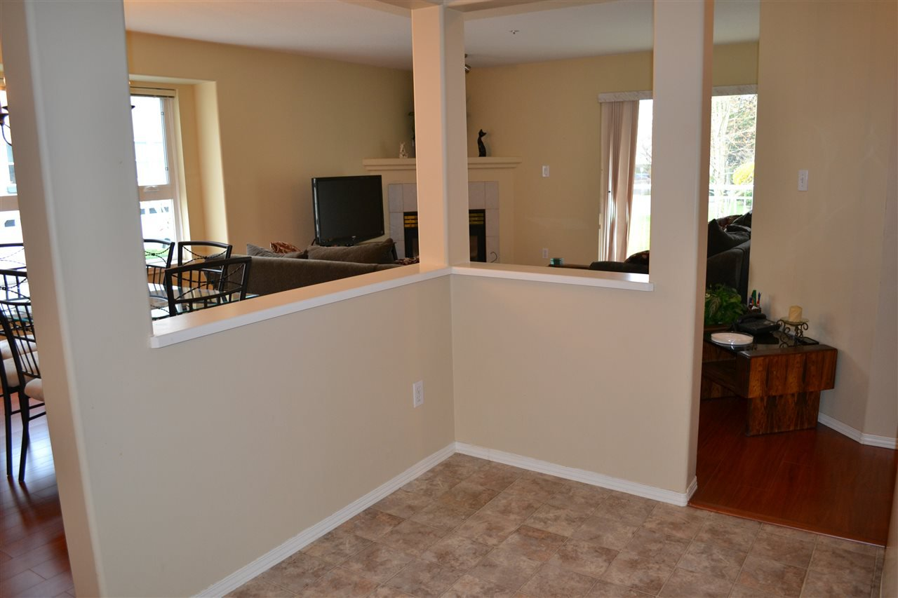 "Photo 8: Photos: 208 20189 54 Avenue in Langley: Langley City Condo for sale in ""CATALINA GARDENS"" : MLS®# R2044677"