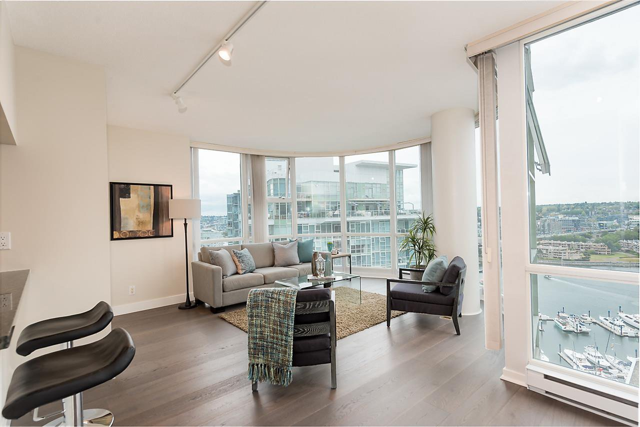 """Photo 3: Photos: 2508 193 AQUARIUS Mews in Vancouver: Yaletown Condo for sale in """"MARINASIDE RESORT RESIDENCES"""" (Vancouver West)  : MLS®# R2106066"""