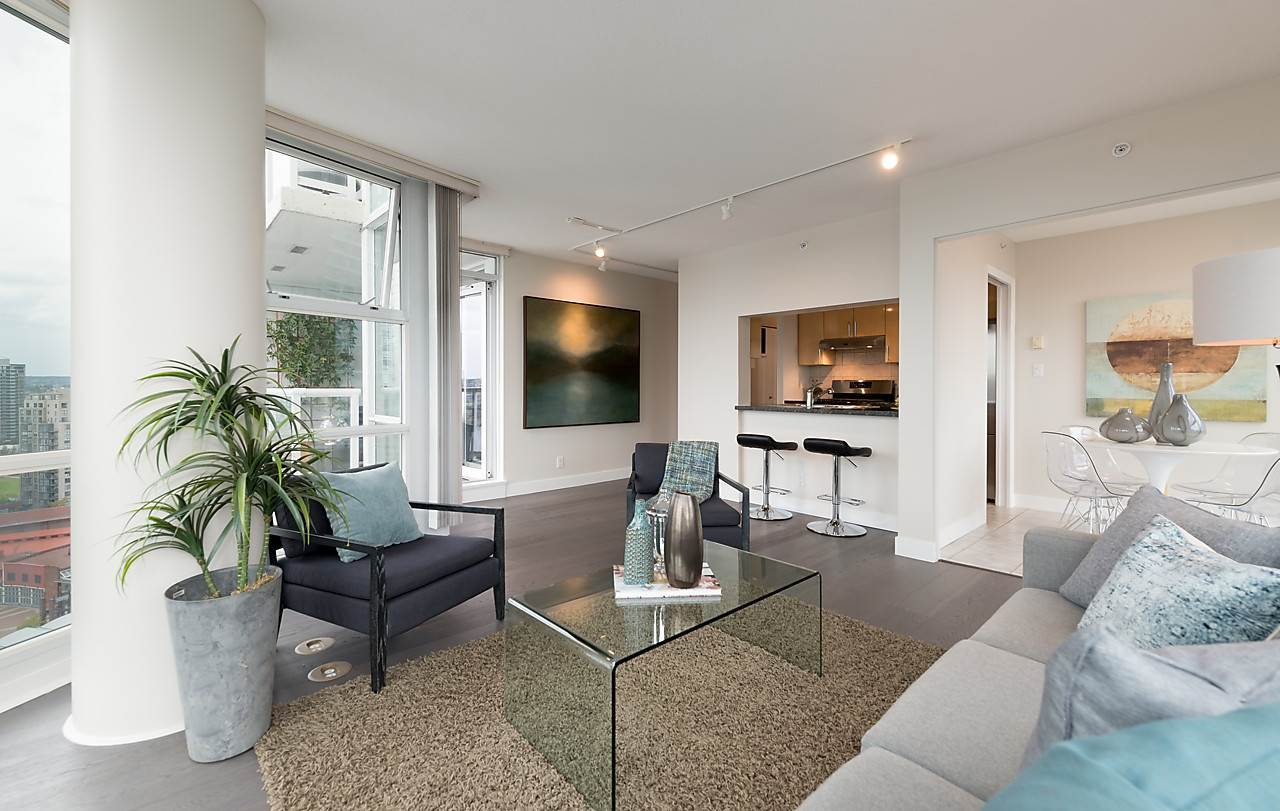 """Photo 5: Photos: 2508 193 AQUARIUS Mews in Vancouver: Yaletown Condo for sale in """"MARINASIDE RESORT RESIDENCES"""" (Vancouver West)  : MLS®# R2106066"""
