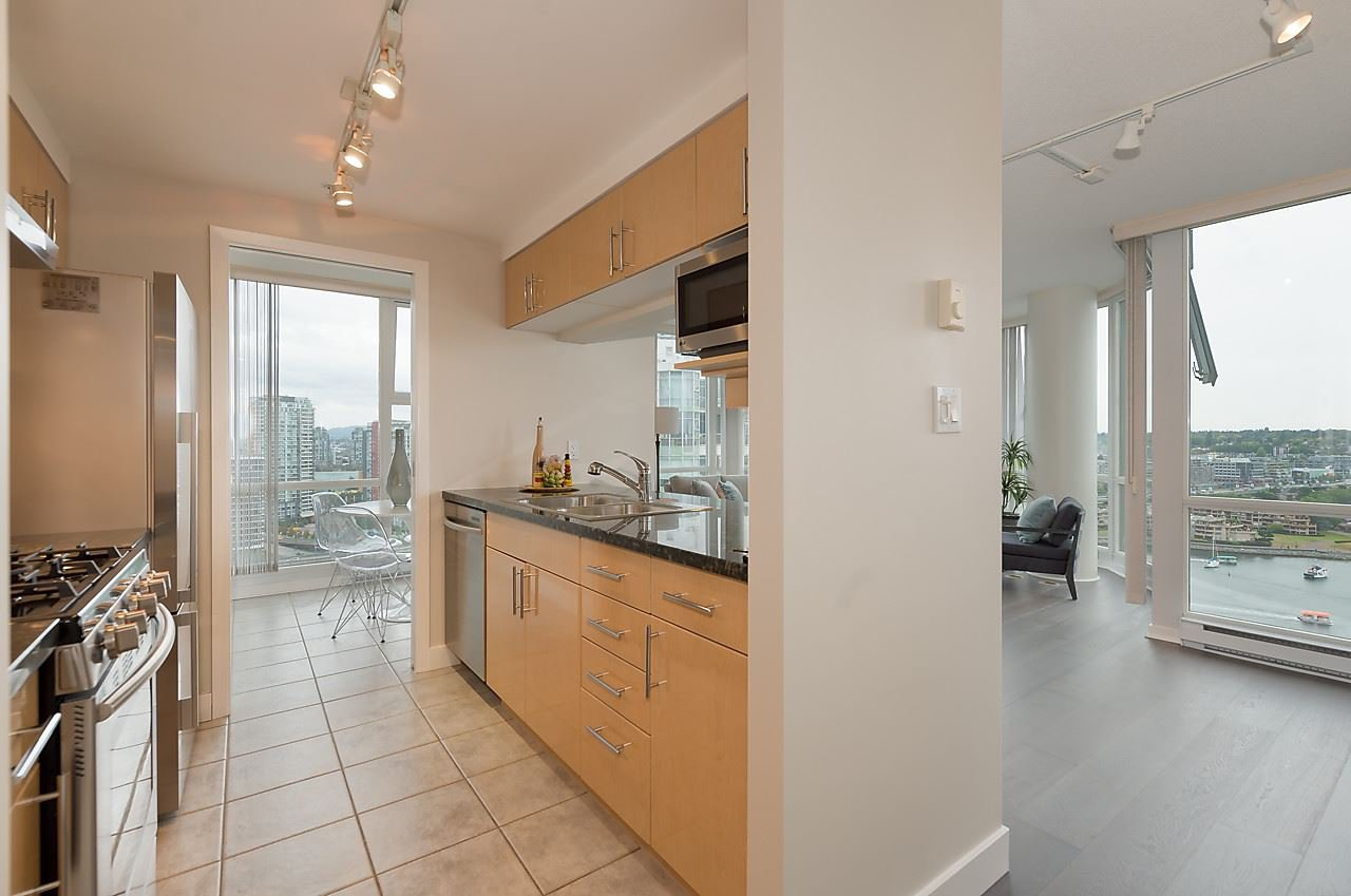 """Photo 6: Photos: 2508 193 AQUARIUS Mews in Vancouver: Yaletown Condo for sale in """"MARINASIDE RESORT RESIDENCES"""" (Vancouver West)  : MLS®# R2106066"""