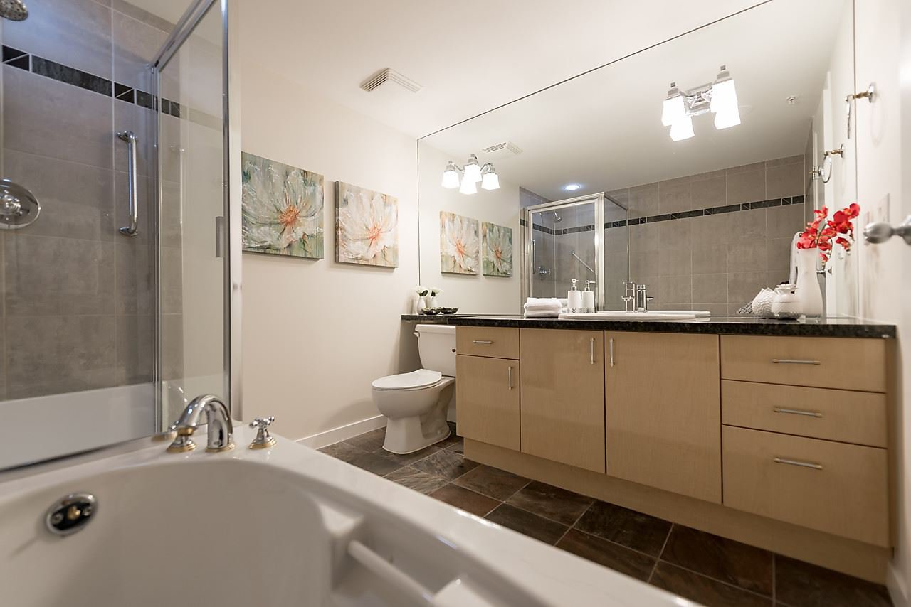 """Photo 18: Photos: 2508 193 AQUARIUS Mews in Vancouver: Yaletown Condo for sale in """"MARINASIDE RESORT RESIDENCES"""" (Vancouver West)  : MLS®# R2106066"""