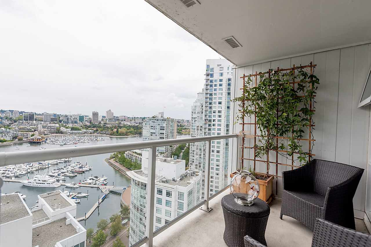 """Photo 10: Photos: 2508 193 AQUARIUS Mews in Vancouver: Yaletown Condo for sale in """"MARINASIDE RESORT RESIDENCES"""" (Vancouver West)  : MLS®# R2106066"""