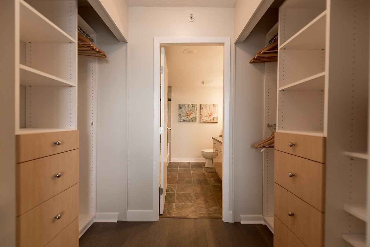 """Photo 17: Photos: 2508 193 AQUARIUS Mews in Vancouver: Yaletown Condo for sale in """"MARINASIDE RESORT RESIDENCES"""" (Vancouver West)  : MLS®# R2106066"""