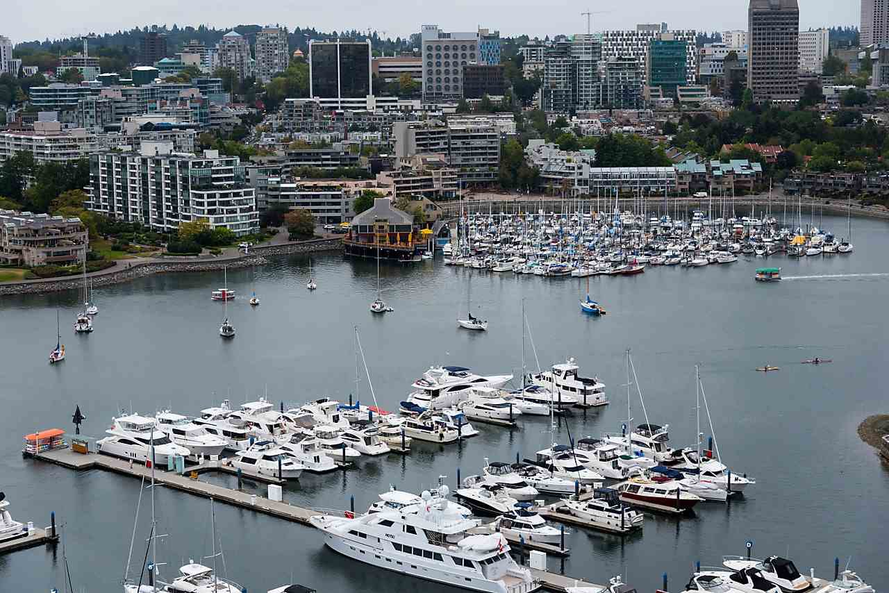 """Photo 14: Photos: 2508 193 AQUARIUS Mews in Vancouver: Yaletown Condo for sale in """"MARINASIDE RESORT RESIDENCES"""" (Vancouver West)  : MLS®# R2106066"""