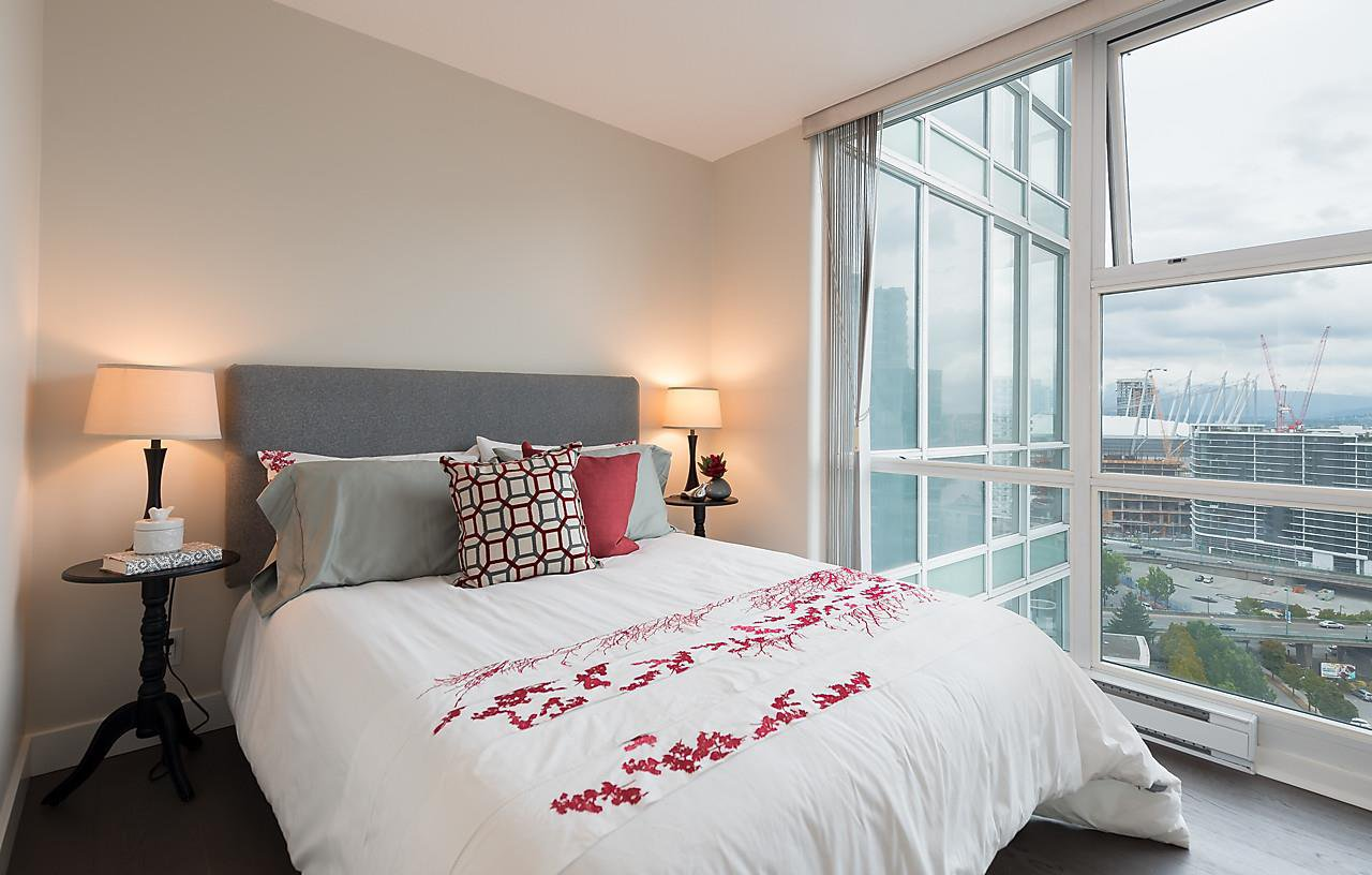 """Photo 19: Photos: 2508 193 AQUARIUS Mews in Vancouver: Yaletown Condo for sale in """"MARINASIDE RESORT RESIDENCES"""" (Vancouver West)  : MLS®# R2106066"""