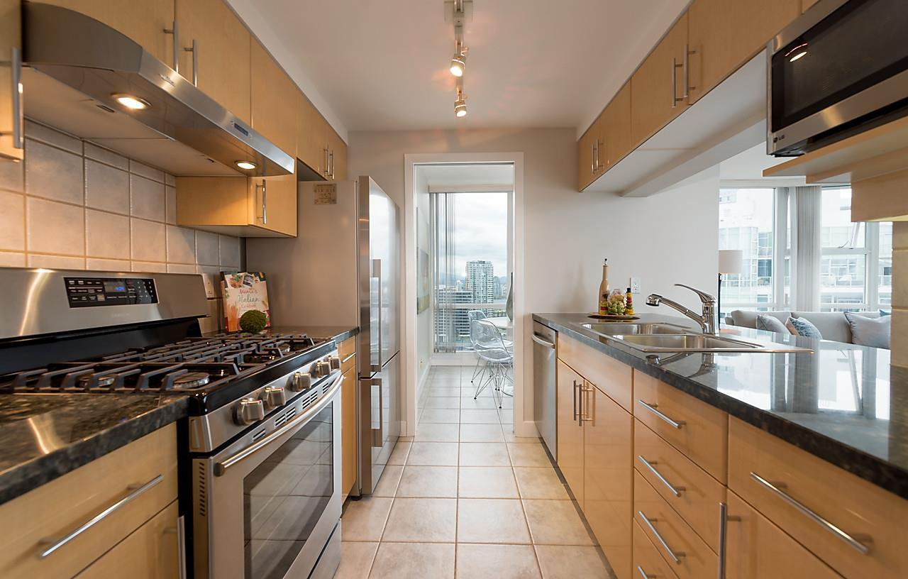 """Photo 7: Photos: 2508 193 AQUARIUS Mews in Vancouver: Yaletown Condo for sale in """"MARINASIDE RESORT RESIDENCES"""" (Vancouver West)  : MLS®# R2106066"""