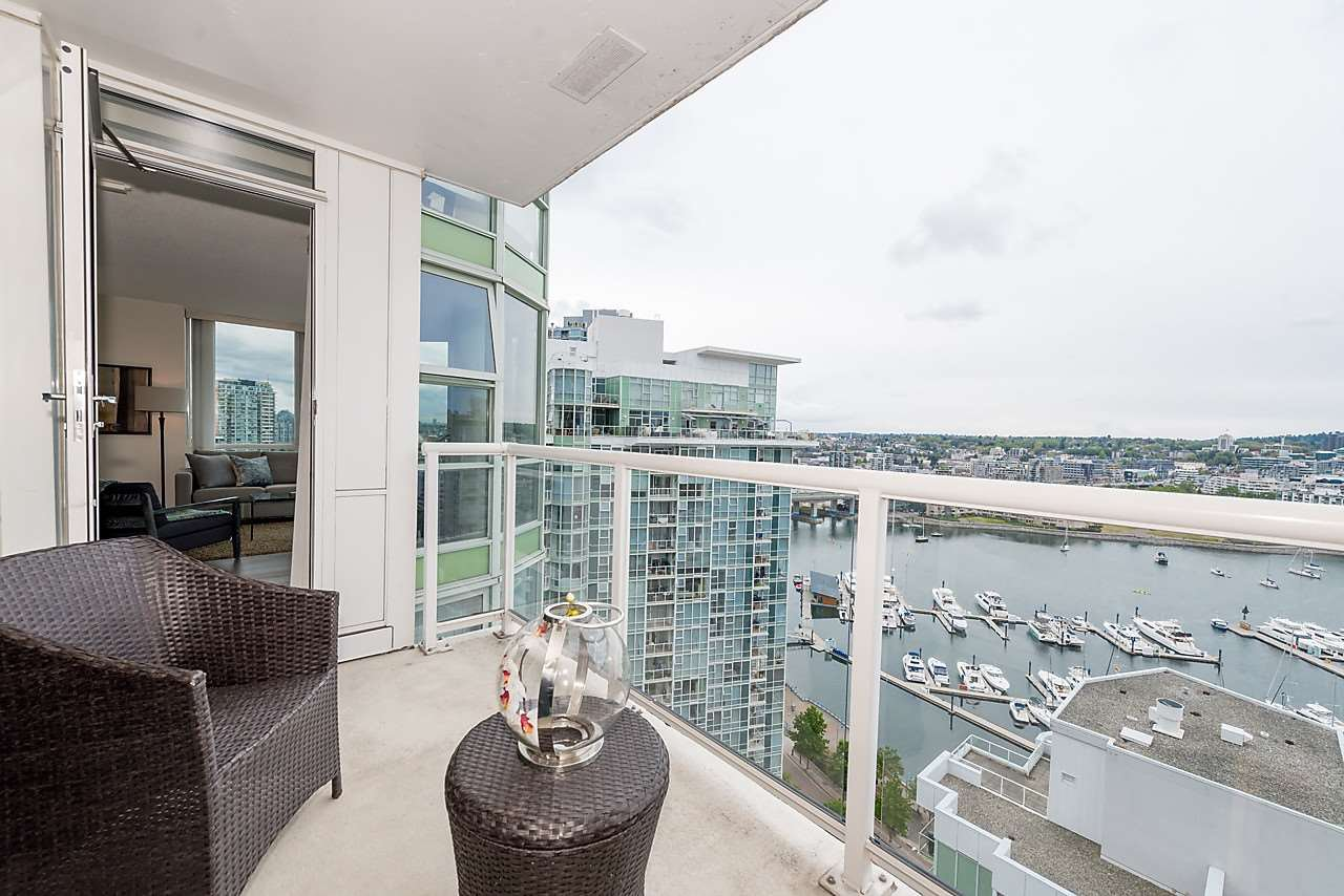 """Photo 11: Photos: 2508 193 AQUARIUS Mews in Vancouver: Yaletown Condo for sale in """"MARINASIDE RESORT RESIDENCES"""" (Vancouver West)  : MLS®# R2106066"""
