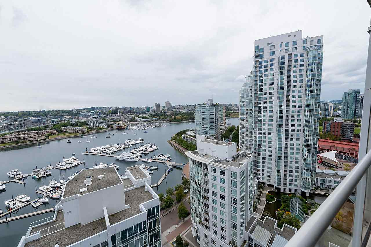"""Photo 13: Photos: 2508 193 AQUARIUS Mews in Vancouver: Yaletown Condo for sale in """"MARINASIDE RESORT RESIDENCES"""" (Vancouver West)  : MLS®# R2106066"""