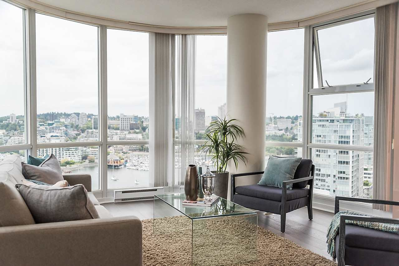 """Photo 2: Photos: 2508 193 AQUARIUS Mews in Vancouver: Yaletown Condo for sale in """"MARINASIDE RESORT RESIDENCES"""" (Vancouver West)  : MLS®# R2106066"""